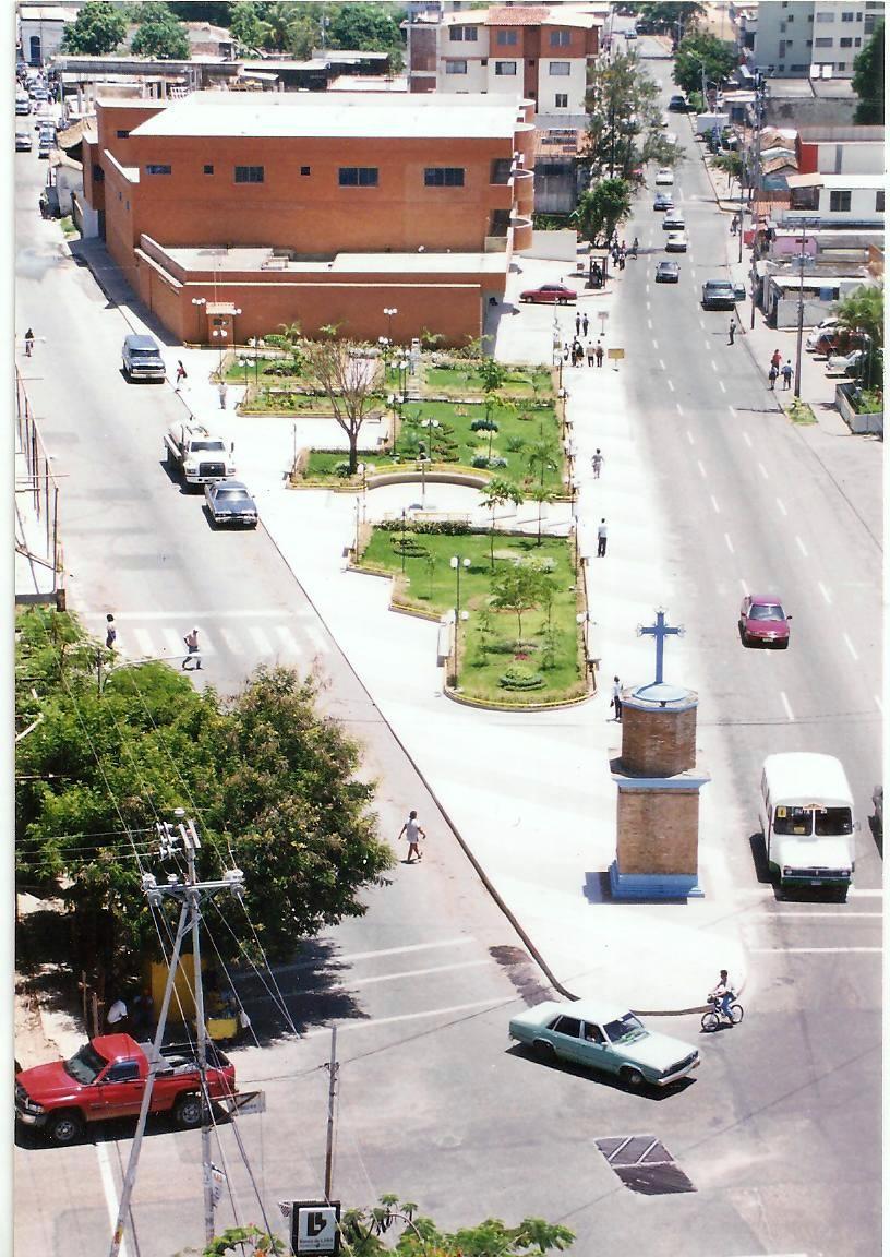 PLAZA AQUILINO JUARES Y LA CRUZ SALVADORA