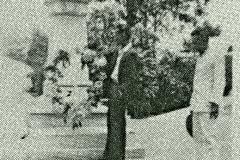 Julio Alvarez Casamayor en discurso, al lado Catalino Escalona, 1952
