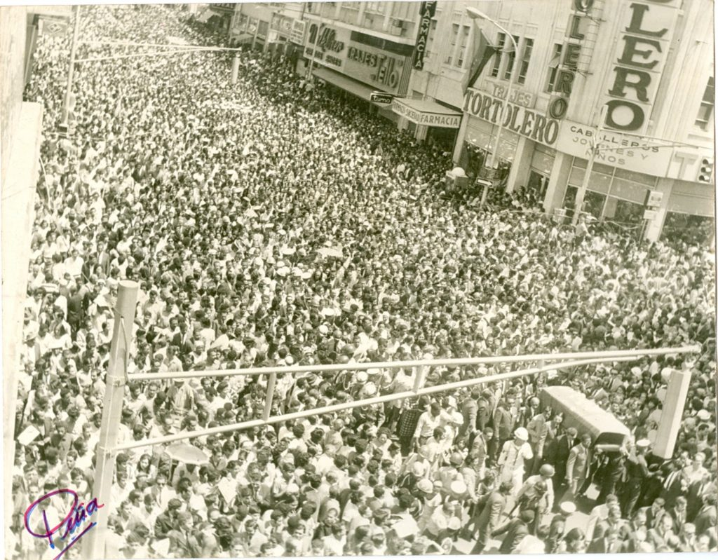 Multitudinario funeral de Raúl Leoni