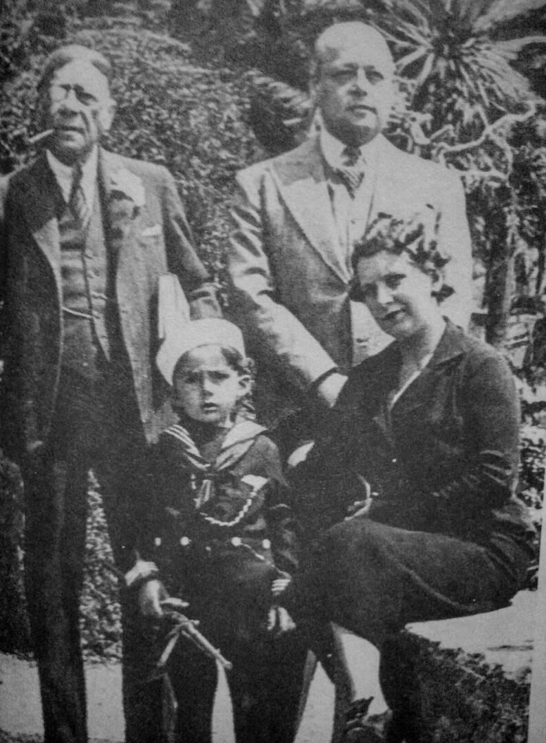 José Gil Fortoul con hijo y nieta