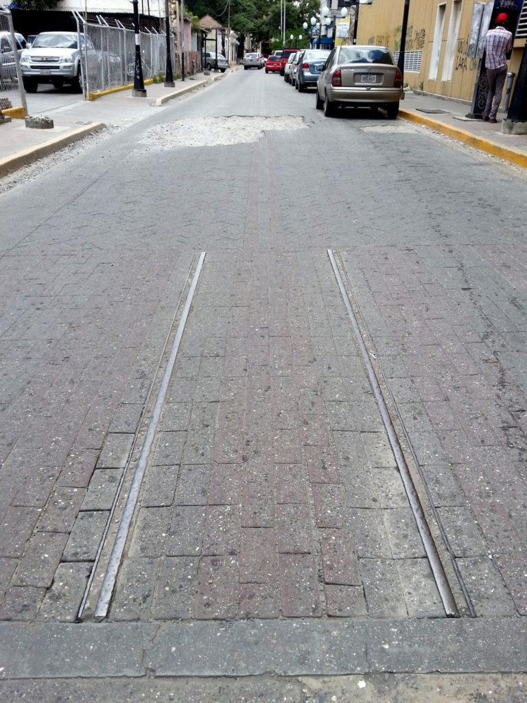 Vestigio de los rieles del Tranvía de Barquisimeto