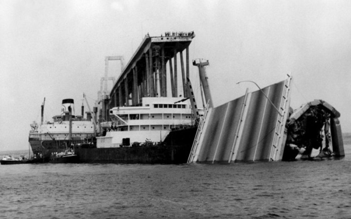 El Esso Maracaibo chocó contra el puente