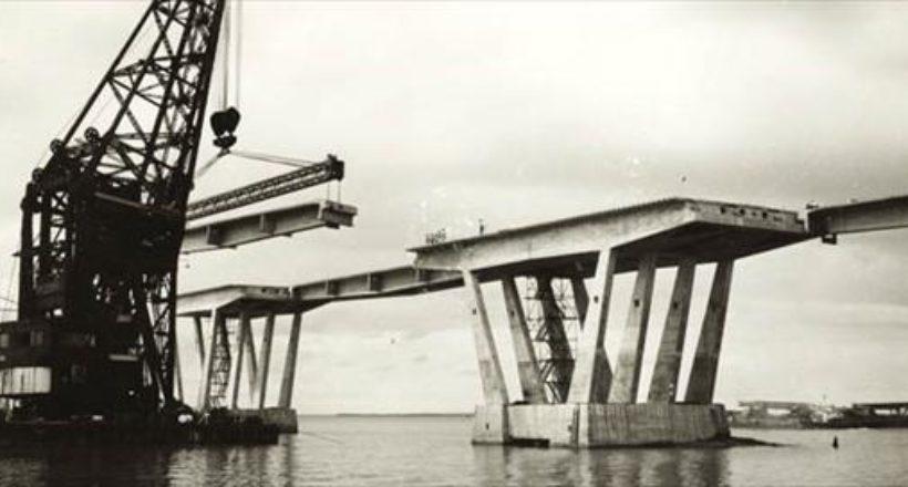 Construcción del puente sobre el Lago de Marcaibo