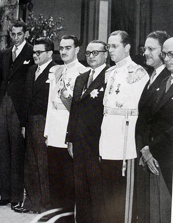 Betancourt recibió de militares la jefatura del gobierno en 1945
