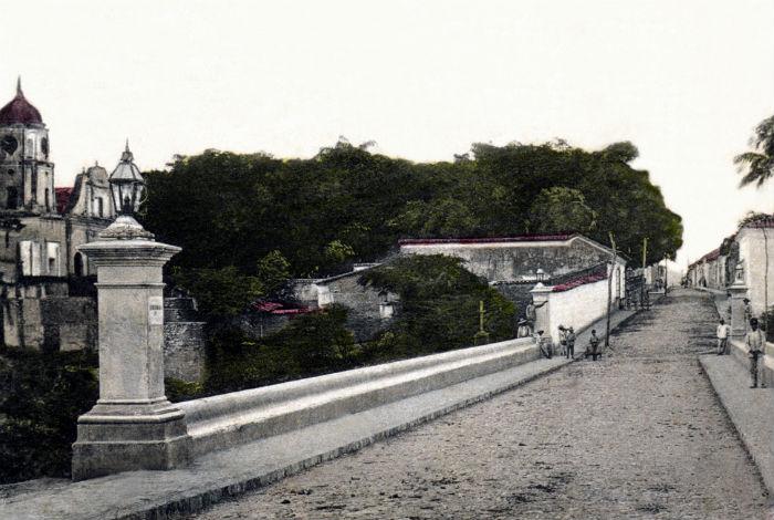 El Puente Bolívar y la Plaza Lara