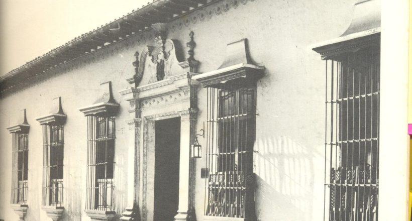 Casa de Don Felipe LLaguno construida a fines del siglo XVIII. Desde 1942 fue sede del Museo de Arte Colonial. Demolida en 1953 para dar paso a la avenida Urdaneta.