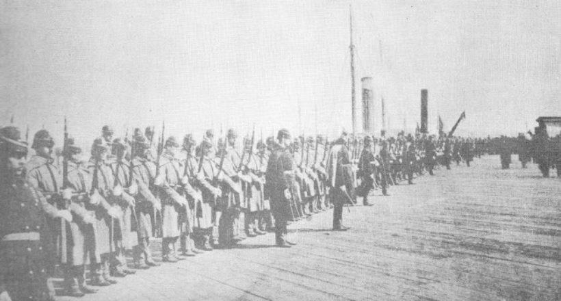 Honores militares al feretro en el embarcadero-1888