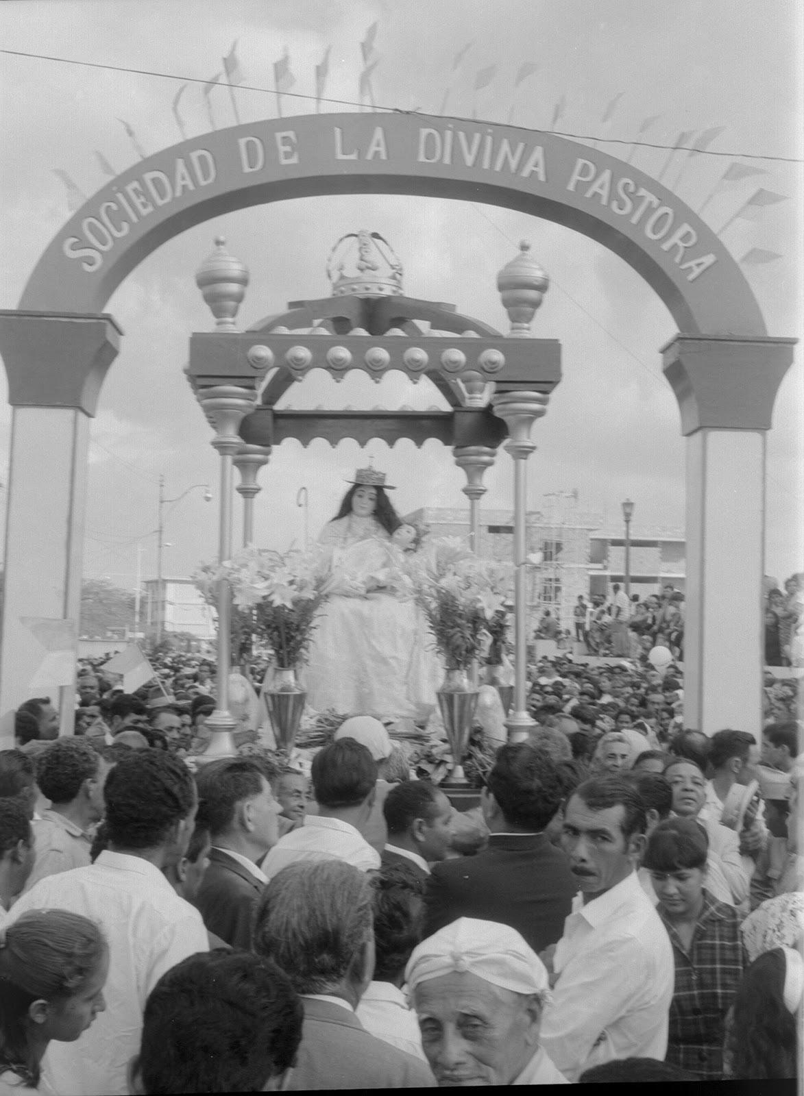 La Divina Pastora preside las palmas del Domingo de Ramos en Santa Rosa
