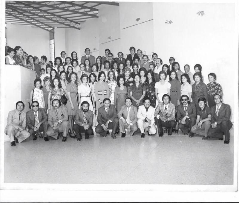 En 1974 la UCLA graduó la primera promoción de administradores, contadores y analistas